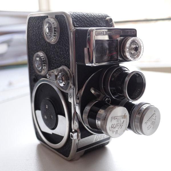 Bolex D8L: Taschenkamera mit drei Wechselobjektiven.