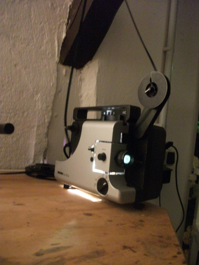 Der kleine Revuelux 30a (ein Eumig-Fabrikat) bewährte sich für die Loop-Projektion als zuverlässiges Arbeitstier.
