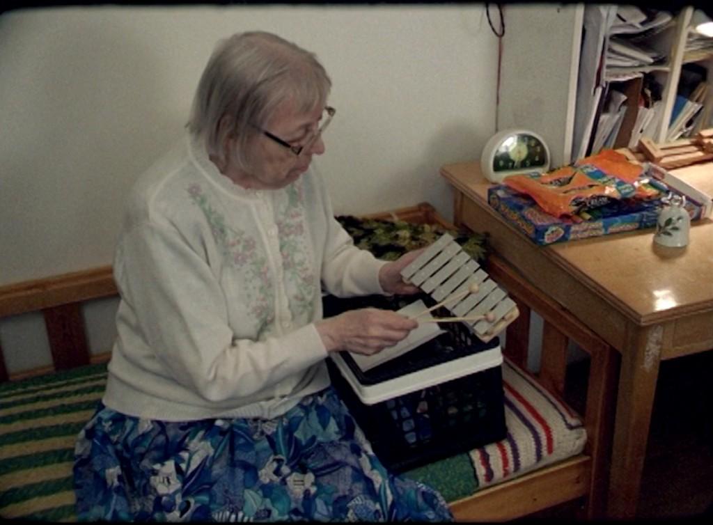Sigrídur Níelsdóttir beim Musizieren.