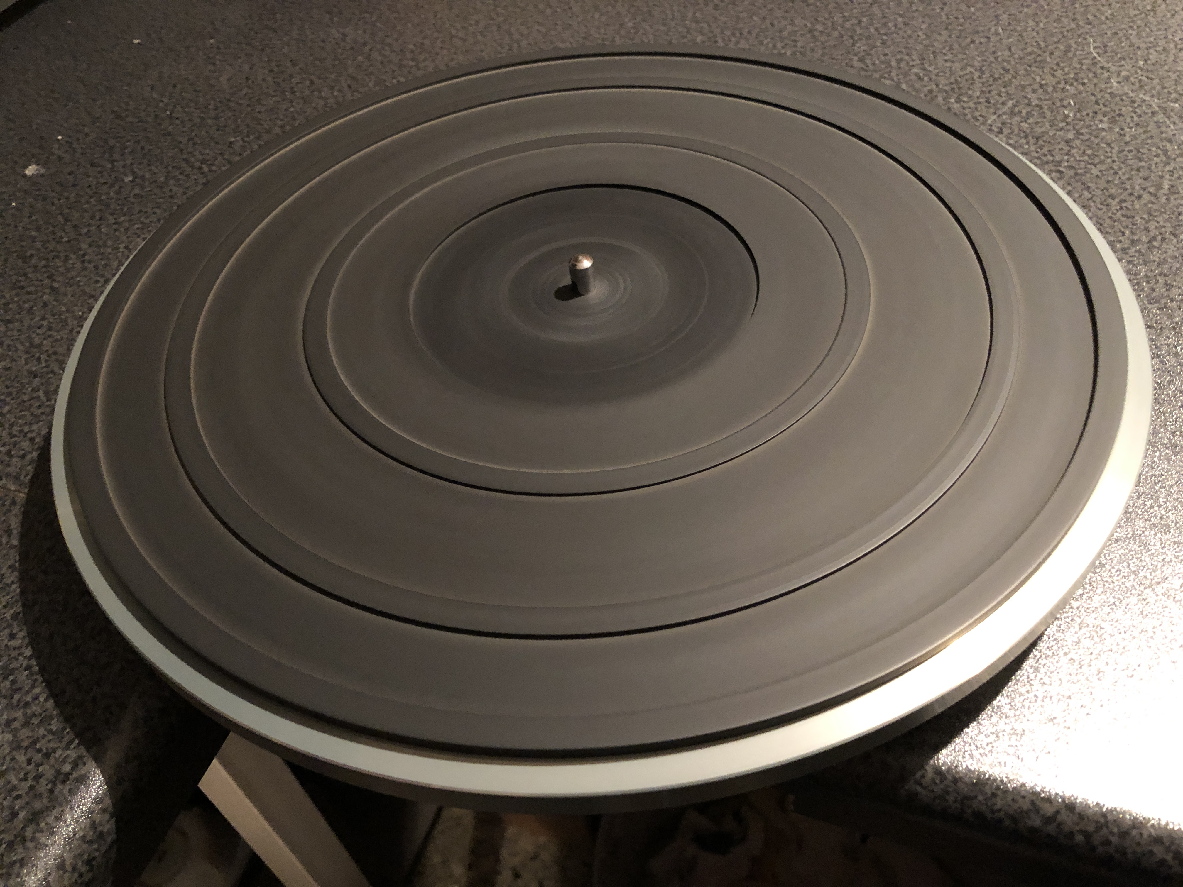 The built-in turntable